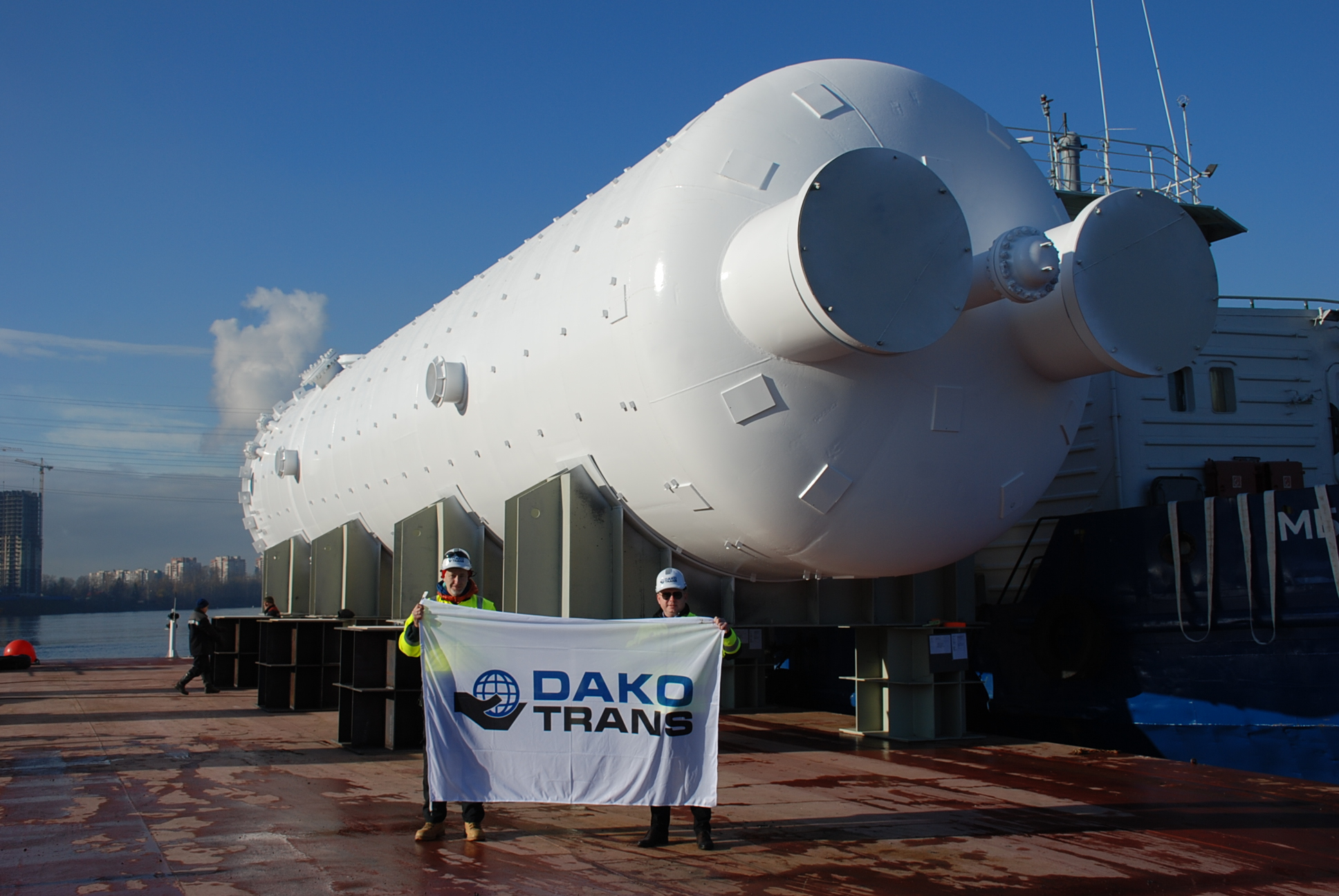 Export and loading of 6 large tanks